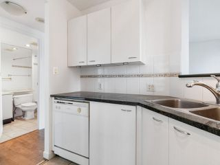 """Photo 7: 2102 1331 ALBERNI Street in Vancouver: West End VW Condo for sale in """"The Lions"""" (Vancouver West)  : MLS®# R2517604"""