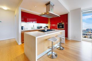 Photo 12: 1602 8 SMITHE Mews in Vancouver: Yaletown Condo for sale (Vancouver West)  : MLS®# R2518054