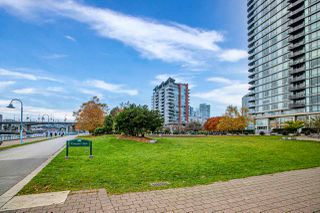 Photo 2: 1602 8 SMITHE Mews in Vancouver: Yaletown Condo for sale (Vancouver West)  : MLS®# R2518054