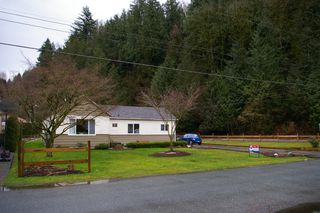 Photo 2: 10078 Woods Road in Chilliwack: House for sale : MLS®# H1200901