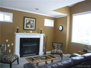 Photo 3: 1055 Violet Avenue in VICTORIA: SW Strawberry Vale Residential for sale (Saanich West)  : MLS®# 310190