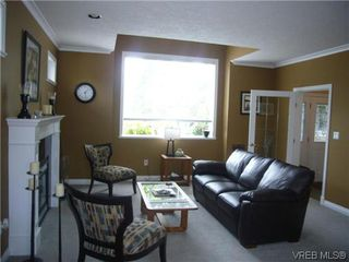 Photo 4: 1055 Violet Avenue in VICTORIA: SW Strawberry Vale Residential for sale (Saanich West)  : MLS®# 310190