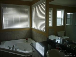 Photo 11: 1055 Violet Avenue in VICTORIA: SW Strawberry Vale Residential for sale (Saanich West)  : MLS®# 310190