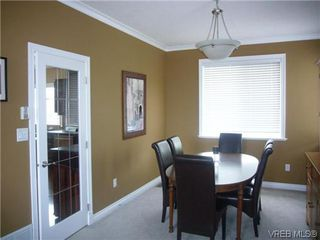 Photo 5: 1055 Violet Avenue in VICTORIA: SW Strawberry Vale Residential for sale (Saanich West)  : MLS®# 310190
