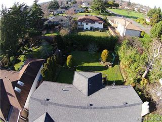 Photo 3: 2988 Eastdowne Rd in VICTORIA: OB Henderson House for sale (Oak Bay)  : MLS®# 689873