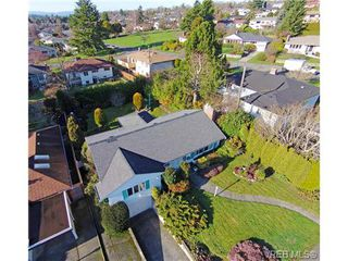 Photo 2: 2988 Eastdowne Rd in VICTORIA: OB Henderson House for sale (Oak Bay)  : MLS®# 689873
