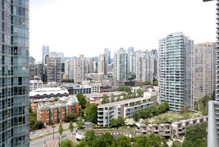 "Photo 3: 2006 1077 MARINASIDE Crescent in Vancouver: Yaletown Condo for sale in ""MARINASIDE RESORT"" (Vancouver West)  : MLS®# R2074726"