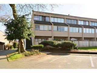 "Photo 2: 12 17700 60 Avenue in Surrey: Cloverdale BC Condo for sale in ""CLOVER PARK GARDENS"" (Cloverdale)  : MLS®# R2126254"