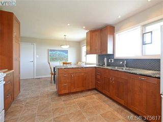 Photo 8: 6711 Welch Road in SAANICHTON: CS Martindale Single Family Detached for sale (Central Saanich)  : MLS®# 375817