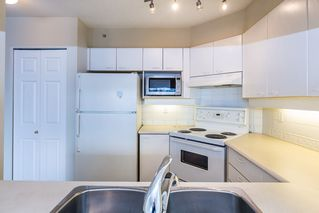 """Photo 8: 1605 10 LAGUNA Court in New Westminster: Quay Condo for sale in """"LAGUNA COURT"""" : MLS®# R2155689"""