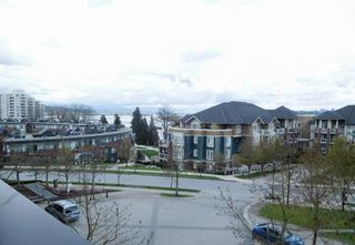 "Photo 3: 4 11 E ROYAL Avenue in New Westminster: Fraserview NW Townhouse for sale in ""Victoria Hill High Rise Residences"" : MLS®# R2157014"