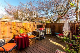 "Photo 3: 21 230 W 14TH Street in North Vancouver: Central Lonsdale Townhouse for sale in ""CUSTER PLACE"" : MLS®# R2159000"