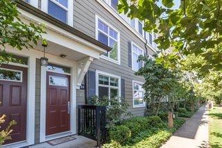 """Photo 2: 84 15833 26 Avenue in Surrey: Grandview Surrey Townhouse for sale in """"BROWNSTONES"""" (South Surrey White Rock)  : MLS®# R2187531"""