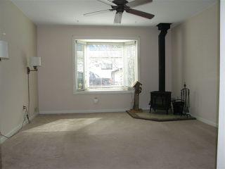 Photo 2: 563 DOUGLAS Street in Hope: Hope Center House for sale : MLS®# R2245825