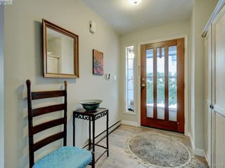 Photo 5: 1017 Scottswood Lane in VICTORIA: SE Broadmead Single Family Detached for sale (Saanich East)  : MLS®# 806228