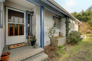 Photo 3: 1017 Scottswood Lane in VICTORIA: SE Broadmead Single Family Detached for sale (Saanich East)  : MLS®# 806228