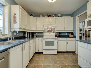 Photo 11: 1017 Scottswood Lane in VICTORIA: SE Broadmead Single Family Detached for sale (Saanich East)  : MLS®# 806228