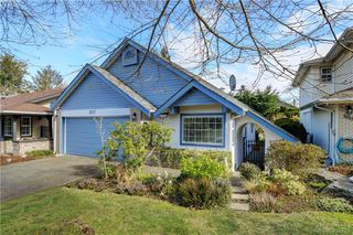 Photo 2: 1017 Scottswood Lane in VICTORIA: SE Broadmead Single Family Detached for sale (Saanich East)  : MLS®# 806228