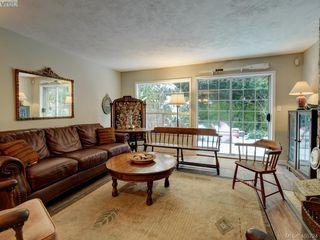Photo 7: 1017 Scottswood Lane in VICTORIA: SE Broadmead Single Family Detached for sale (Saanich East)  : MLS®# 806228