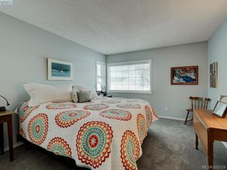 Photo 15: 1017 Scottswood Lane in VICTORIA: SE Broadmead Single Family Detached for sale (Saanich East)  : MLS®# 806228