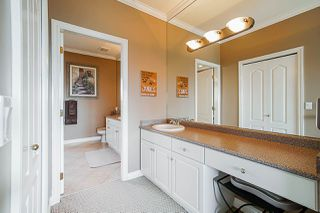 "Photo 12: 35647 TERRAVISTA Place in Abbotsford: Abbotsford East House for sale in ""The Highlands"" : MLS®# R2380299"