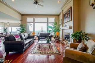 "Photo 2: 35647 TERRAVISTA Place in Abbotsford: Abbotsford East House for sale in ""The Highlands"" : MLS®# R2380299"