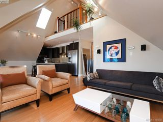 Photo 2: 2 2310 Wark St in VICTORIA: Vi Central Park Row/Townhouse for sale (Victoria)  : MLS®# 822852