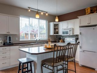 Photo 3: 2894 Ulverston Ave in CUMBERLAND: CV Cumberland House for sale (Comox Valley)  : MLS®# 827451