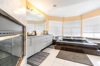 Photo 11: 127 HENDRY Place in New Westminster: Queensborough House for sale : MLS®# R2421340