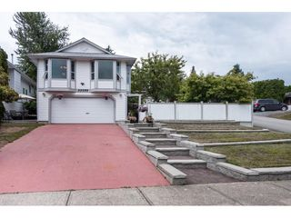 Photo 1: 33089 MYRTLE AVENUE in Mission: Mission BC House for sale : MLS®# R2412063