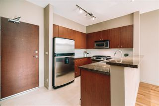 """Photo 4: 509 14 E ROYAL Avenue in New Westminster: Fraserview NW Condo for sale in """"Victoria Hill"""" : MLS®# R2472511"""