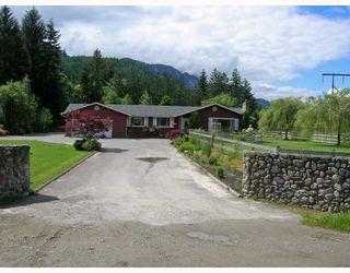 Main Photo: 1015 Raven Drive in Squamish: Squamish Rural House  : MLS®# v686257