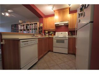 "Photo 5: 304 1428 PARKWAY Boulevard in Coquitlam: Westwood Plateau Condo for sale in ""MONTREAUX"" : MLS®# V1072505"