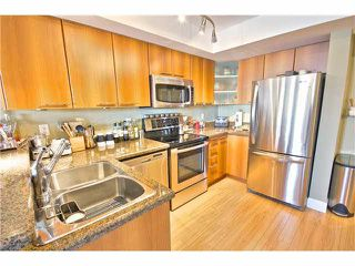 """Photo 7: 203 1718 VENABLES Street in Vancouver: Grandview VE Condo for sale in """"THE DRIVE-CITY VIEW TERRACES"""" (Vancouver East)  : MLS®# V1108596"""