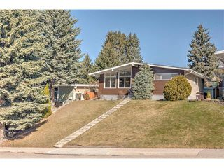 Photo 2: 2740 CRAWFORD Road NW in Calgary: Charleswood House for sale : MLS®# C4006671