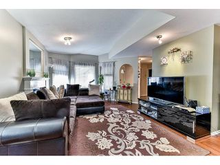 "Photo 3: 162 15501 89A Avenue in Surrey: Fleetwood Tynehead Townhouse for sale in ""AVONDALE"" : MLS®# R2058419"