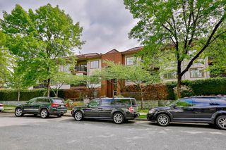 Photo 1: 302 6688 BURLINGTON Avenue in Burnaby: Metrotown Condo for sale (Burnaby South)  : MLS®# R2065580