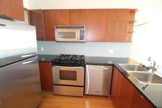 "Photo 2: 1006 822 SEYMOUR Street in Vancouver: Downtown VW Condo for sale in ""L'ARIA"" (Vancouver West)  : MLS®# R2099186"