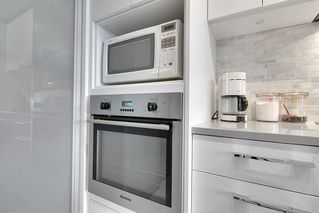 """Photo 5: 202 2468 BAYSWATER Street in Vancouver: Kitsilano Condo for sale in """"Bayswater"""" (Vancouver West)  : MLS®# R2161858"""