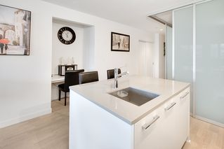 """Photo 2: 202 2468 BAYSWATER Street in Vancouver: Kitsilano Condo for sale in """"Bayswater"""" (Vancouver West)  : MLS®# R2161858"""