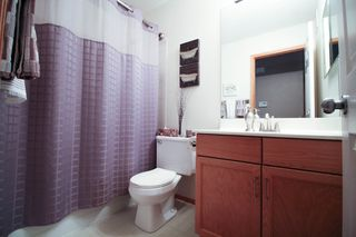 Photo 15: Great 3 bedroom, 1400 sqft, family home in great area of Kildonan Estates!