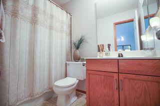 Photo 12: Great 3 bedroom, 1400 sqft, family home in great area of Kildonan Estates!