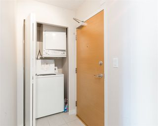"""Photo 9: 1201 909 MAINLAND Street in Vancouver: Yaletown Condo for sale in """"YALETOWN PARK II"""" (Vancouver West)  : MLS®# R2218452"""