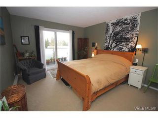 Photo 14: 301 3252 Glasgow Avenue in VICTORIA: SE Quadra Residential for sale (Saanich East)  : MLS®# 373260