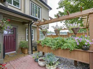 "Photo 2: 4 307 BEGIN Street in Coquitlam: Maillardville Townhouse for sale in ""LAVAL VILLAS"" : MLS®# R2291785"