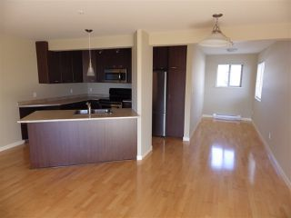 Photo 4: 301 5631 INLET Road in Sechelt: Sechelt District Condo for sale (Sunshine Coast)  : MLS®# R2338645