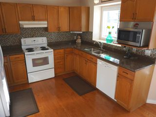 Photo 9: 5327 156 Avenue in Edmonton: Zone 03 House for sale : MLS®# E4146088