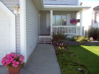 Photo 3: 5327 156 Avenue in Edmonton: Zone 03 House for sale : MLS®# E4146088