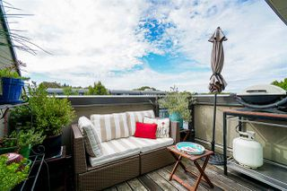 "Main Photo: 403 2181 W 12TH Avenue in Vancouver: Kitsilano Condo for sale in ""The Carlings"" (Vancouver West)  : MLS®# R2349925"