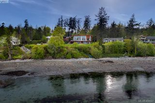 Photo 29: 8413 Lochside Dr in SAANICHTON: CS Island View Single Family Detached for sale (Central Saanich)  : MLS®# 812459